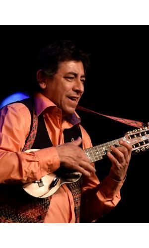 Antonio Pérez - charango
